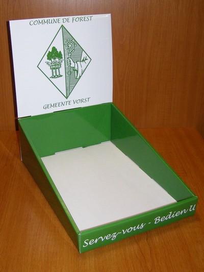 présentoir en carton de comptoir à bac avec fronton logoté
