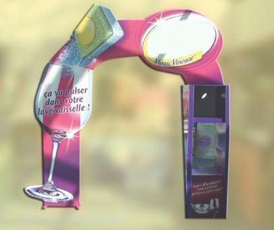 portique publicitaire - arche promotionnelle en carton décorée